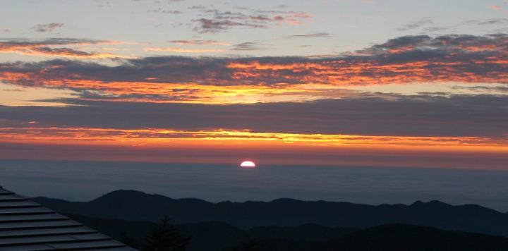 今年の正月は雲取山荘からの御来光が楽しみ♪|行政書士阿部総合事務所