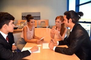 外国人を採用する経営者様必見!ビザ申請の「雇用理由書」の正しい作り方|行政書士阿部総合事務所