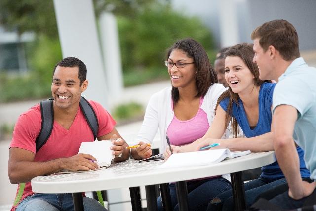 コンビニオーナーが外国人留学生を雇用する場合には正社員ではなくアルバイトで!|行政書士阿部総合事務所