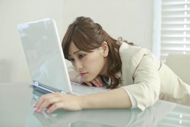 【Facebook疲れ】他人の家ばっかり覗いて自分のことをちっとも見やしない。そりゃ疲れるぜ!|行政書士阿部総合事務所