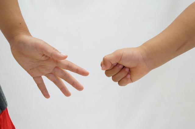 「形見分けをしている時に、姉の娘である姪(8歳)がしゃしゃりでて、私も欲しい!」|行政書士阿部総合事務所