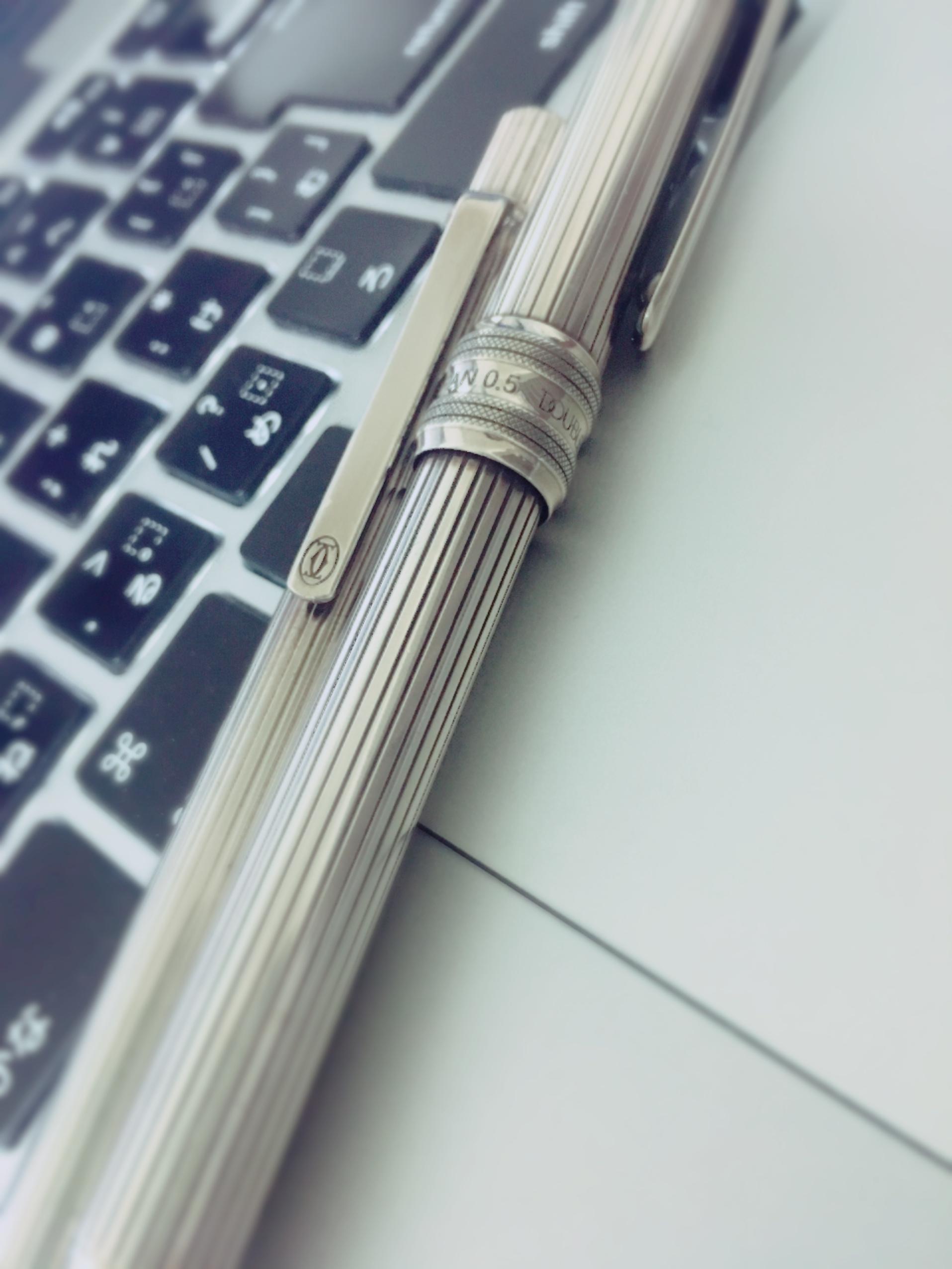 100円ボールペン、ノベルティボールペンは使わない。大切にしたいものを周りに置く。|行政書士阿部総合事務所